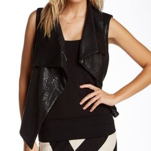 🌿Two by Vince Camuto Ponte Asymmetrical Vest S🌿